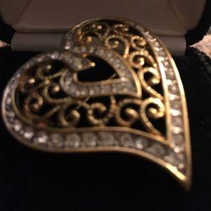 Jewelry - Heart brooch